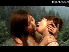 2 Cute Girls Kissing..